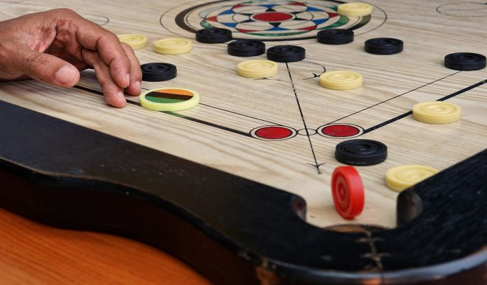 how-toscore-and-save-from-fouls-in-carrom